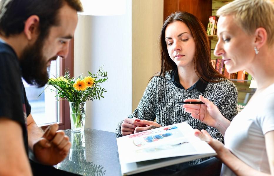 Individuelle Beratung bei Hochzeitstorten, Geburtstagstorten und Festtagstorten in unserer Konditorei in Cottbus - Conditorei & Café Lauterbach