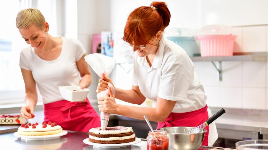 Individuelle Geburtstagstorten und Hochzeitstorten aus unserer Konditorei - Conditorei & Café Lauterbach in Cottbus