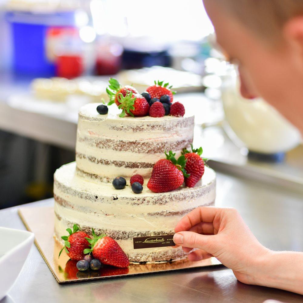 Wir entwerfen in Cottbus Ihre persönliche Traumtorte sowie Hochzeitstorte! Wir beraten Sie gerne!
